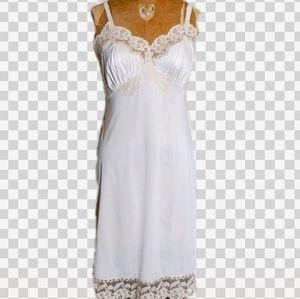 Vintage chemise full lacy slip
